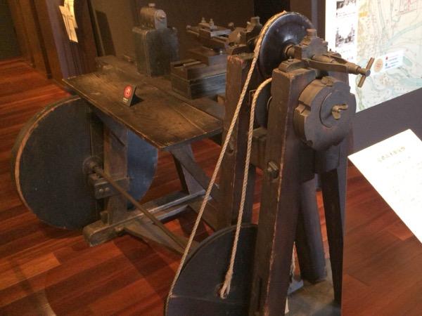 島津製作所 創業記念資料館 足踏式木製旋盤
